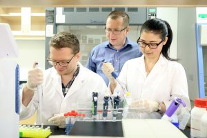 Dr. Bohdan Luhovyy working in his appetite research lab with 2 researchers