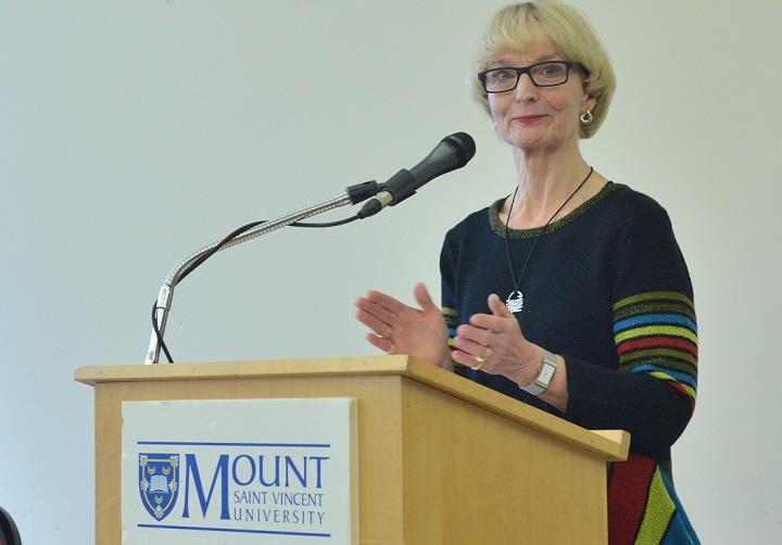 Dr Mary Bluechardt