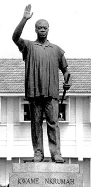 Kwame Nkrumah statue in greyscale