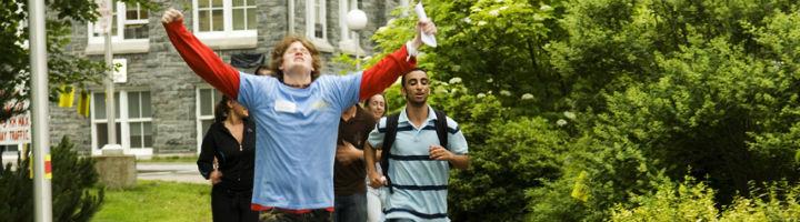 mount-students-walking-720x200