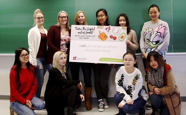 nutrition students take the pledge